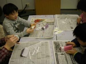 まずは袋状に和紙と和紙をくっつけます。